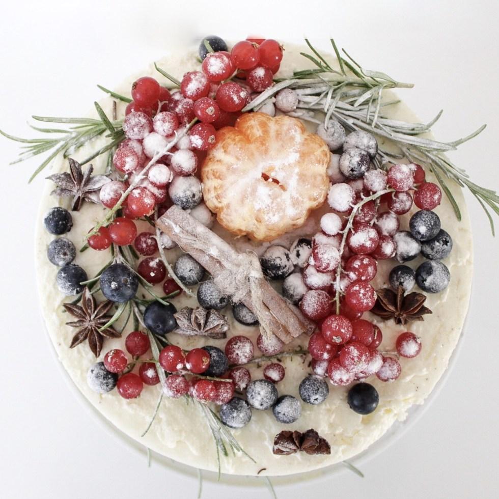 kersttaart, kerst, kerst taart, taarten, taart maken, taart decoreren, stapeltaart, diepvriestaart, Lidl taart, wintertaart, taart versieren, inspiratie, thathomepage, (th)athomepage, slagroomtaart, snelle taart
