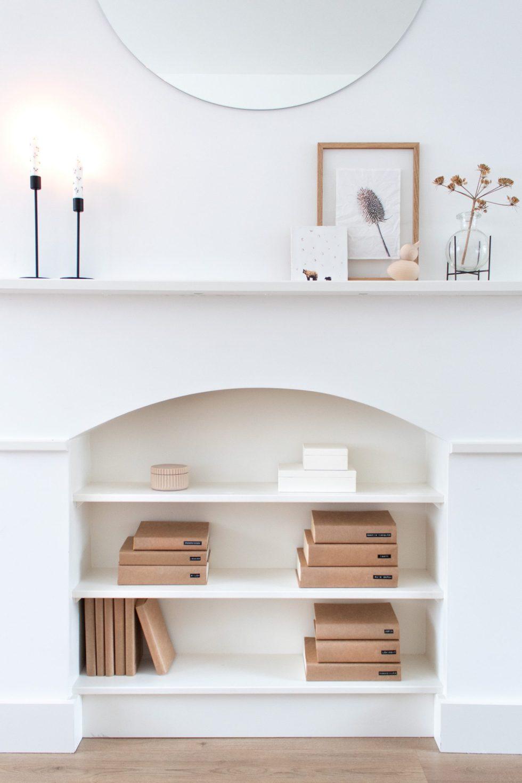 boekenkast, boekenplank, boekenplanken, boeken, boekenstyling, boeken styling, boeken kaften, minimalistisch boekenkast styling, bookshelf styling, eenheid in de boekenkast, interieurinspiratie, interieurstyling, thathomepage, (th)athomepage