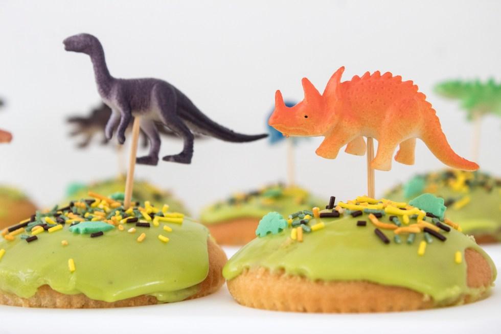 dino, dinofeestje, dino cupcakes, dino caketopper, dinoprikker, taarttopper, caketopper, dinosaurus, kinderfeestje, verjaardag, dino party, inspiratie, feestinspiratie, thathomepage, (th)athomepage, mamablog, kids blog