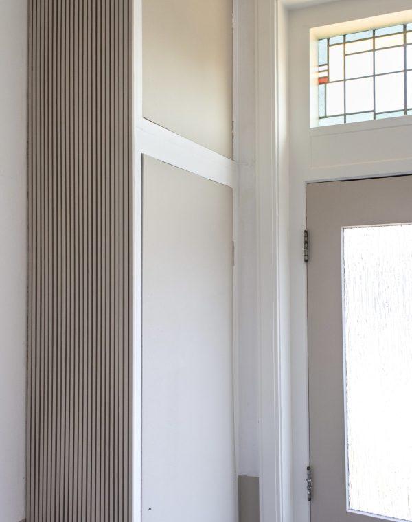kapstok, kapstokhaak, kapstokhaken, haken, muurhaken, houten muurhaken, doe het zelf, klussen, hal, interieur, interieurinspiratie, jaren 30, interieurblog, thathomepage, (th)athomepage, jaren 30 hal, geverfde voordeur