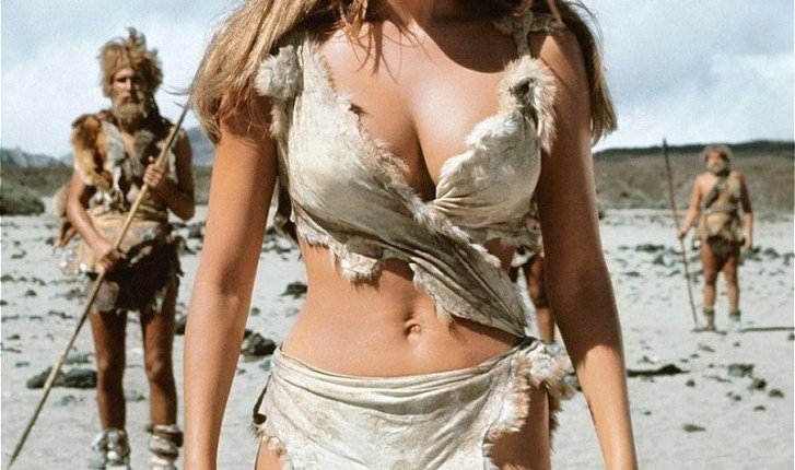 raquel_welch_one_million_years_bc_1966_sexy_cavegirl_outfit