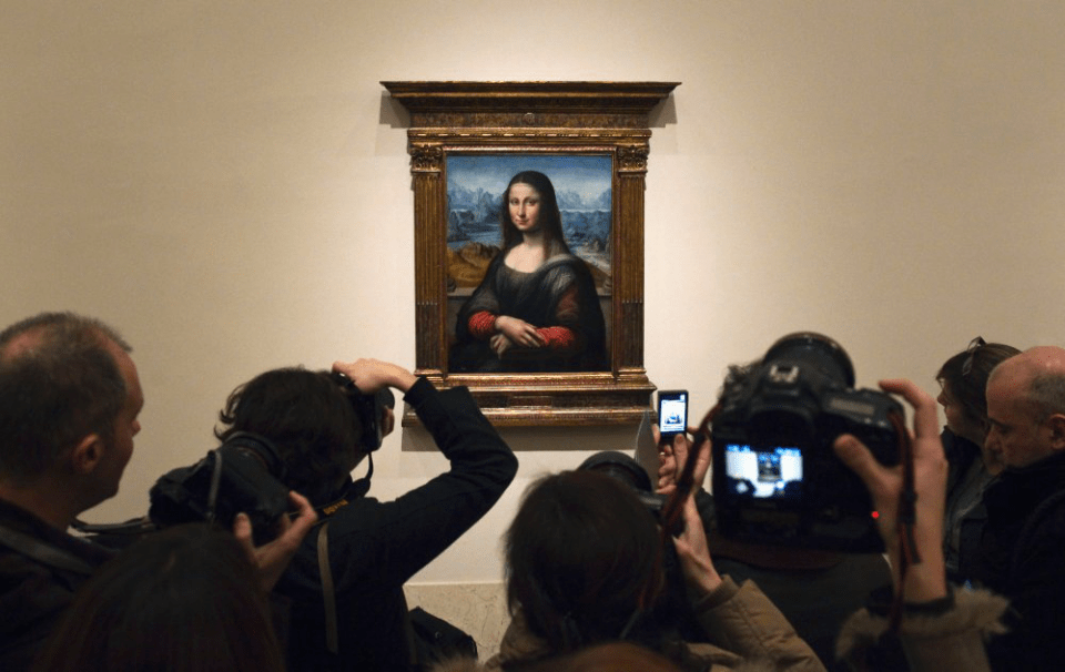 Photographers crowding The Prado's Gioconda