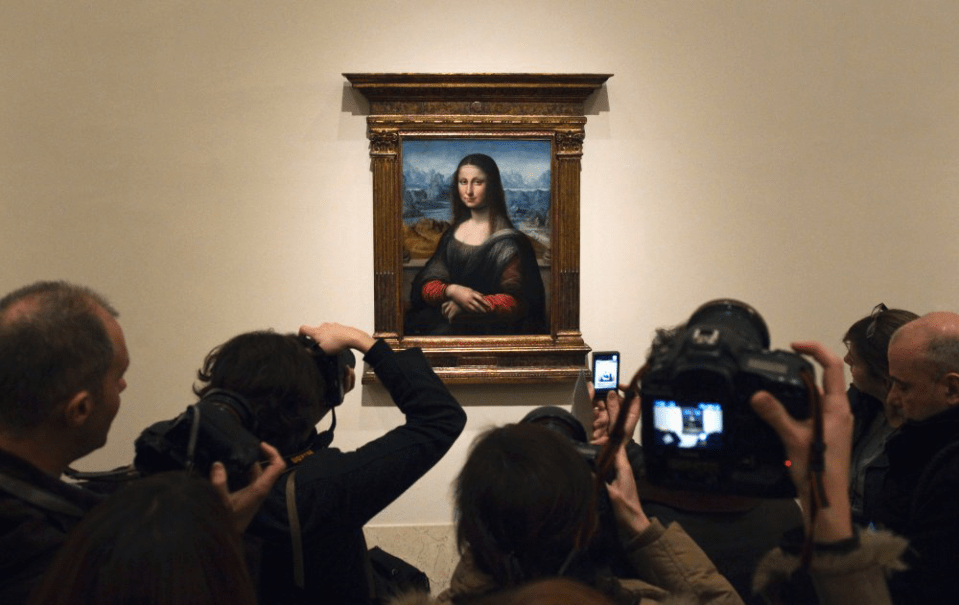 Photographers crowding The Prado's Gioconda
