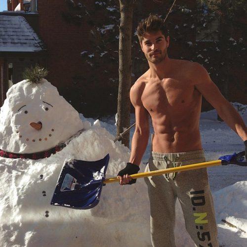 nick-bateman-shirtless-05132015-06-640x640