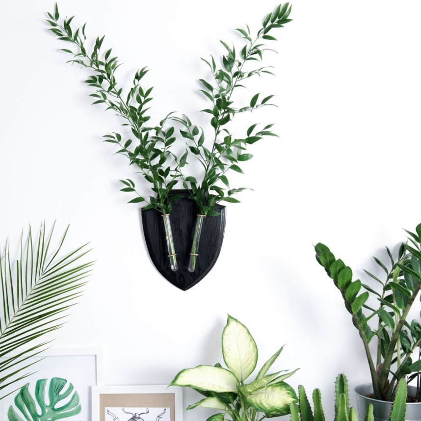 eco_deer_wall_planter_black_plants