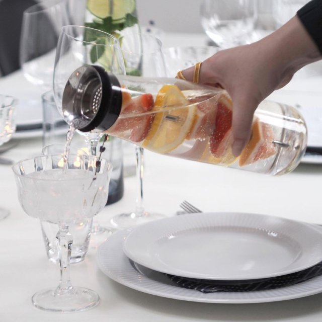 scandinavian_midummer_table_eva_solo_MyFlavour_pouring