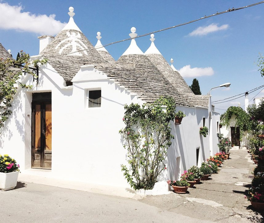 alberobello_travel_trullo_houses_white