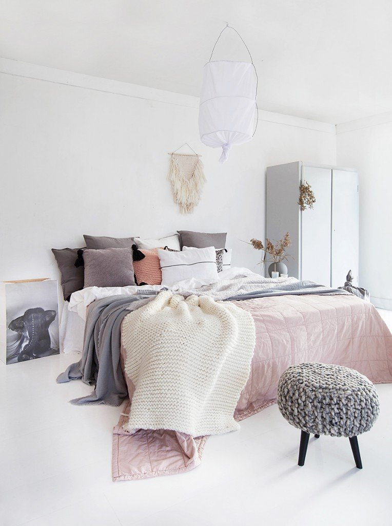bedroom_cozy_textures_pink_scandinavian_NIB