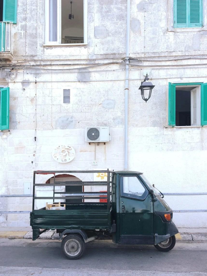 puglia_monopoli_car_wall