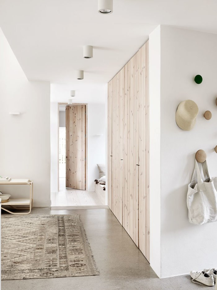 natural_scandinavian_home_hallway