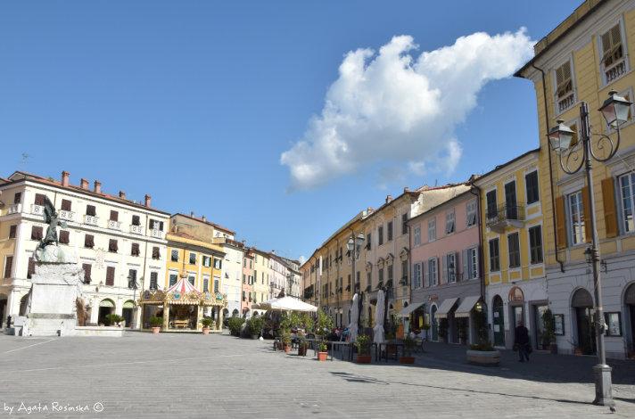 view on Piazza Matteotti Sarzana