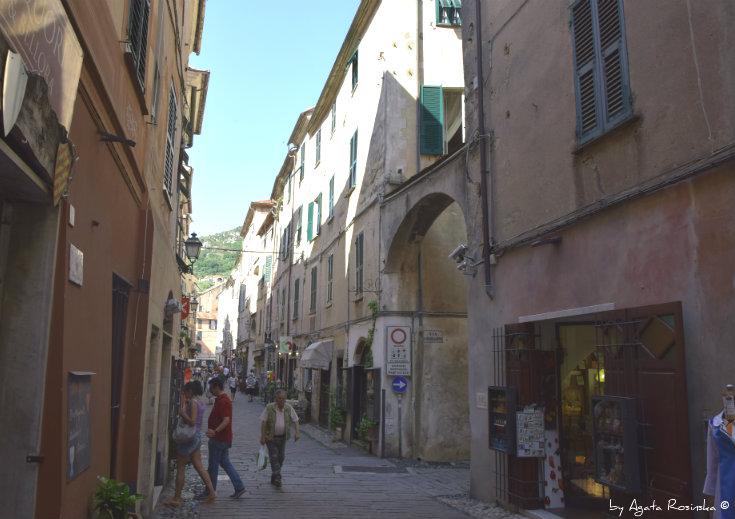 main street Finalborgo