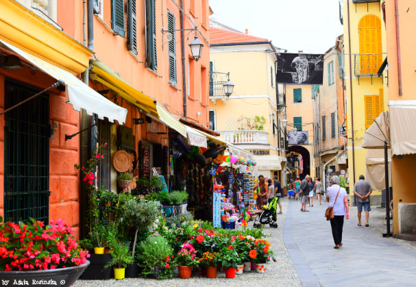 strolling in Laigueglia