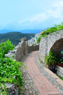 the trail to Roccaro