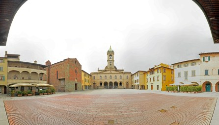 180 degree Panorama of the main square