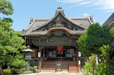 Main entrance of Buddhist Temple