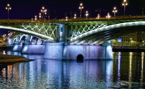main support of budapest bridge at night