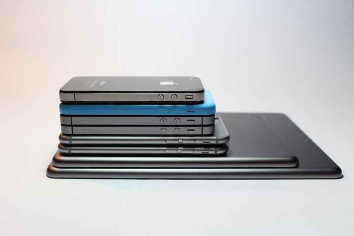 apple devices cellphone close up electronics