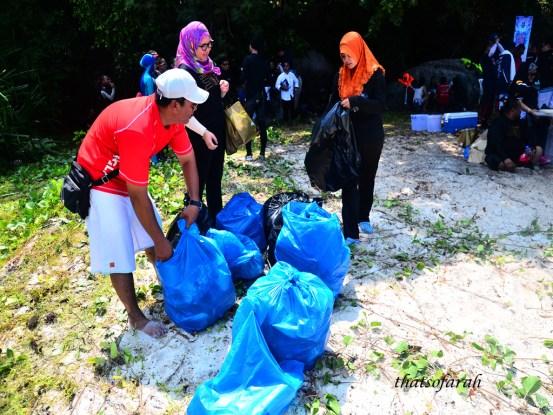 Pembersihan Pantai Pulau Tulai