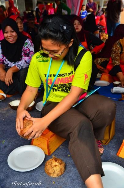 Coconut grating