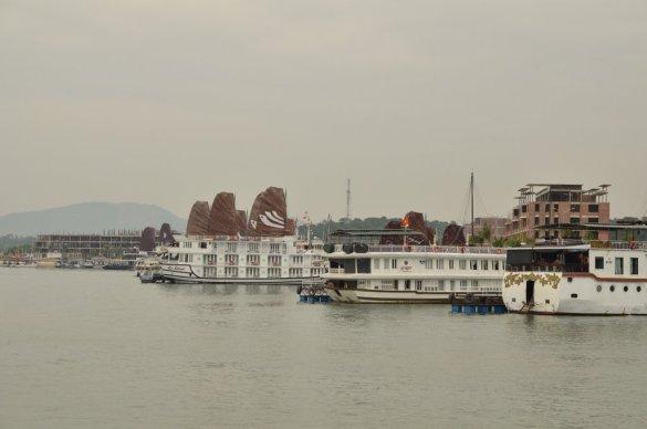 Ha Long Bay Cruise Ship
