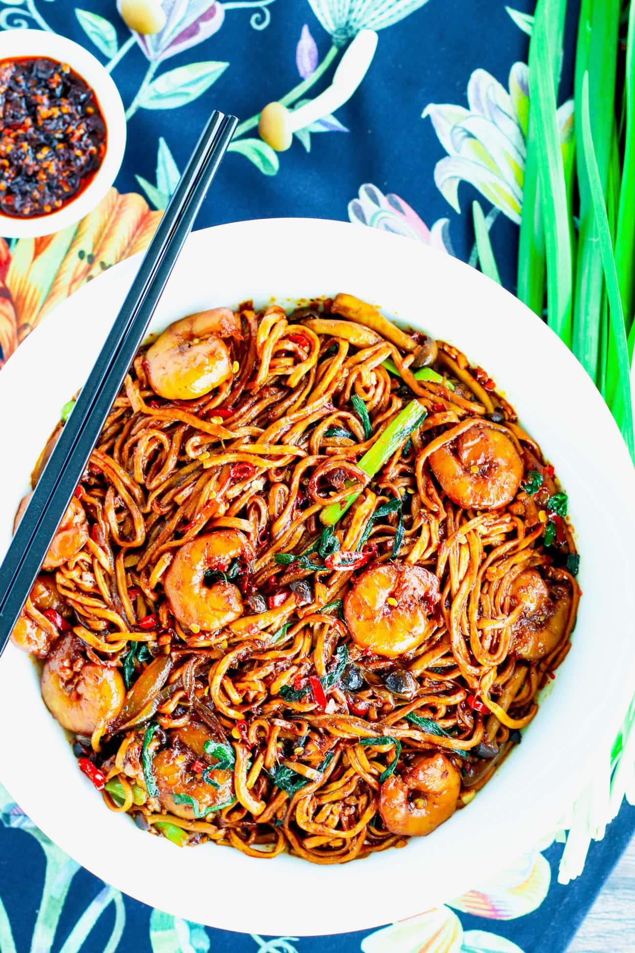 Stir Fried E Fu Noddles With Shrimp That Spicy Chick