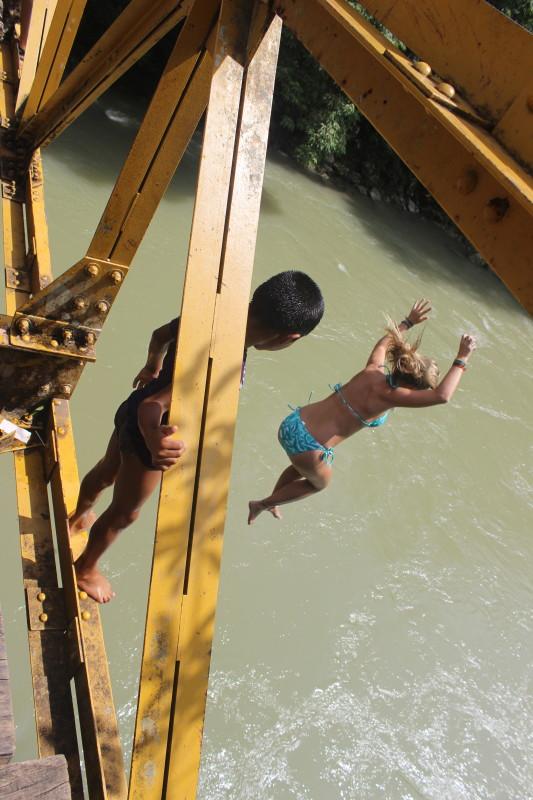 semuc_champey_guatemala_jump