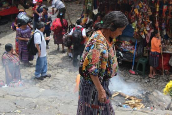 chichicastenango_market_guatemala_locals