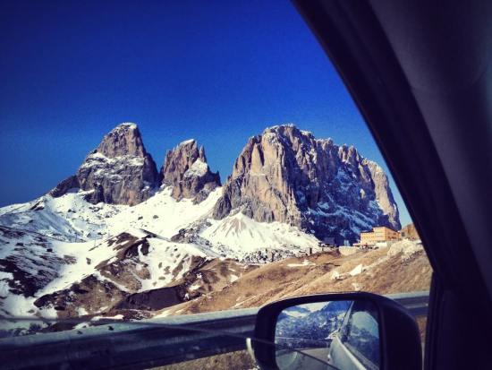 dolomites_italy_valgardena_sudtirol_snow_wintersport
