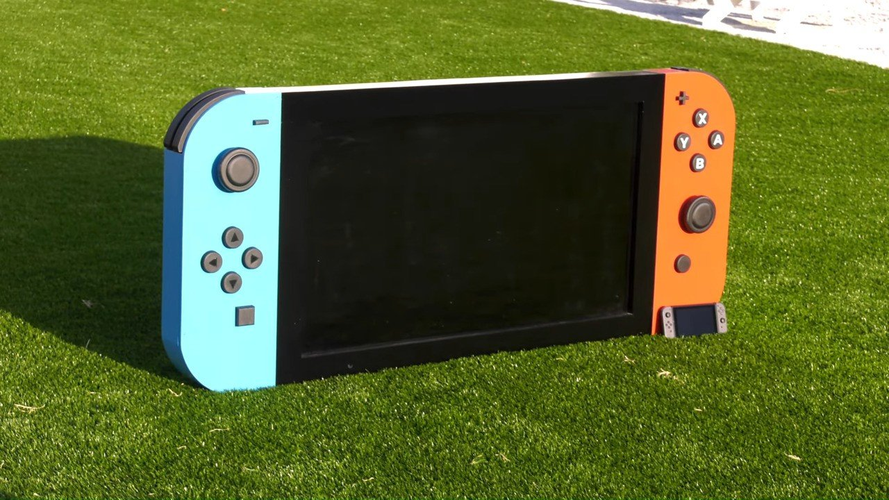 """Random: Someone Made The """"World's Largest"""" Nintendo Switch, And It Actually Works 1"""