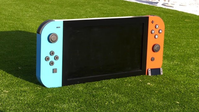 """Random: Someone Made The """"World's Largest"""" Nintendo Switch, And It Actually Works 2"""