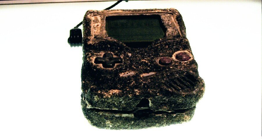 Random: Someone 3D-Scanned The Game Boy That Survived The Gulf War 1