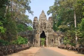 Puerta de la Victoria, en el Angkor Tom. De nuevo la cara del Rey-Dios.