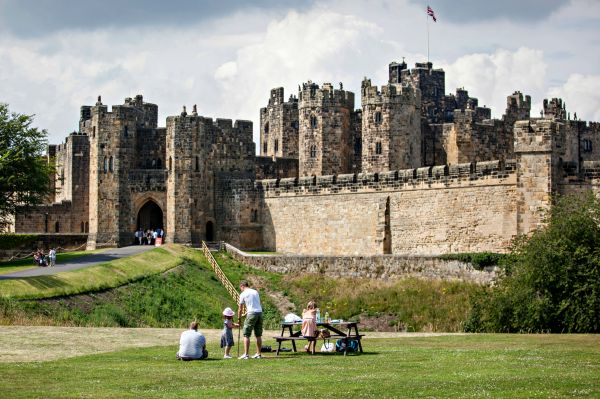 vn-medium-Alnwick-Castle-Lion-Arch-Exterior