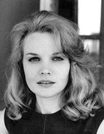 620px-Carroll_Baker_headshot_for_Station_Six-Sahara_1962