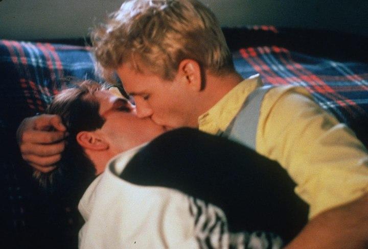 EOS Kiss