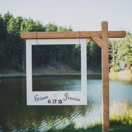 Dekor na svadbe - fotozona i zona pogelaniy (115)