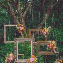 Dekor na svadbe - fotozona i zona pogelaniy (92)