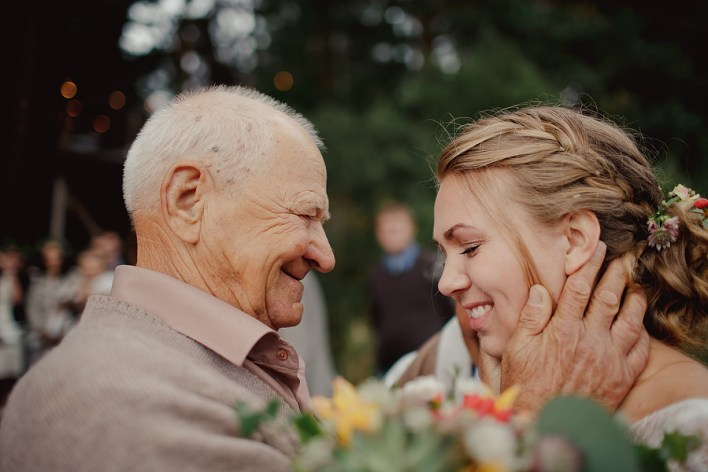 Бабушки и дедушки на свадьбе: 6 идей развлечений + наши рекомендации