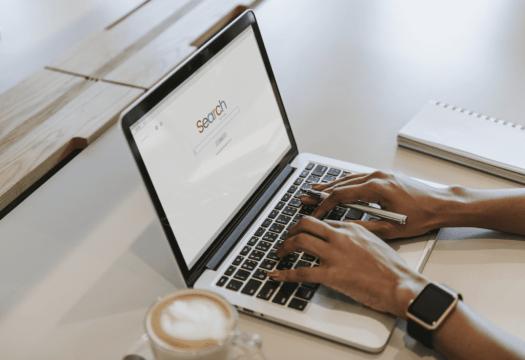 SEO - moteur de recherche sur un ordinateur