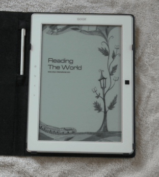 Large Screen E-readers aren't Dead: First Impressions of the Boox 90 Reviews