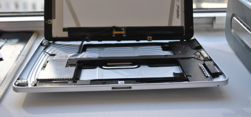 For the Apple Fanboi Who Has Everything: Prototype iPad w\ Dual Dock Connectors e-Reading Hardware