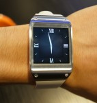 Infographic: How the New Galaxy Gear Smartwatch Compares to Apple's 2010 Smartwatch e-Reading Hardware