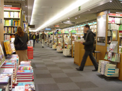 Amazon Side-Steps French Ban on Free Book Deliveries - Now Charges a Centime for Shipping Amazon