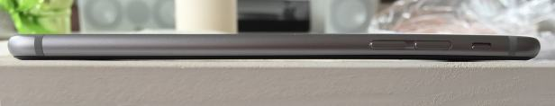 BendGate: iPhone 6 Plus Owners Report Bending the Phone Simply by Pocketing it Apple e-Reading Hardware iDevice