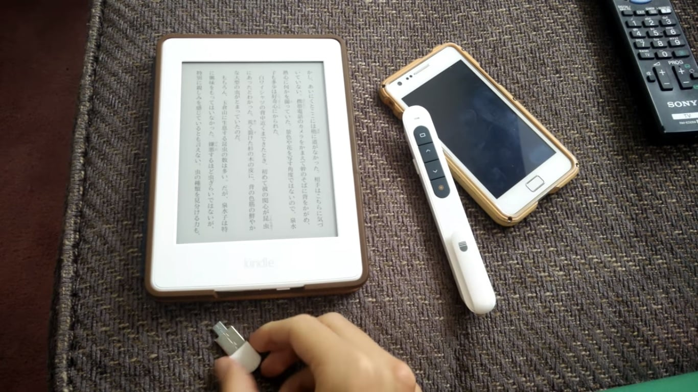 LazyKindle Hack Adds Remote Control Page Turns, Brightness