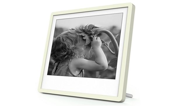 "Pixer is a 6"" Digital Picture Frame with a 300 PPI Carta E-ink Screen e-Reading Hardware"