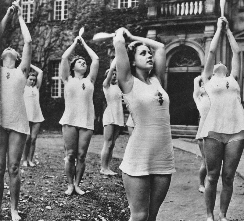 Wemm Mazi-Keulen mit Keulen für Nazis turnen