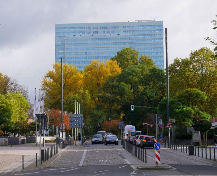 Dreischeibenhaus aus der Mühlenstraße gesehen (Foto: TD)