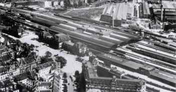 Jenseits der alten Bahnhofshalle dehnt sich die Industrie Richtung Eller aus (Foto: Landesbildstelle 1905)